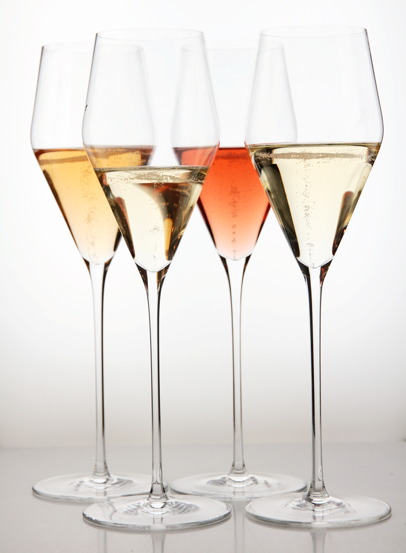 En Champagne. En engelsk musserende. En blindsmakning. Hvem tror du vant den duellen?