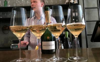 Derfor bør du pælme champagneglassene dine
